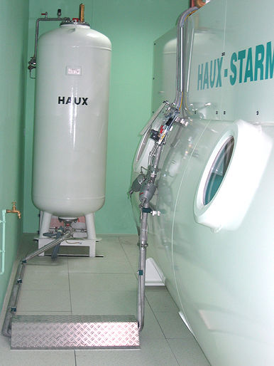 HAUX-SPRAY-FOG-SYSTEM installed behind a hyperbaric chamber