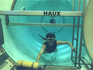 Diver inside the diving tank of the HAUX-DIVESTAR
